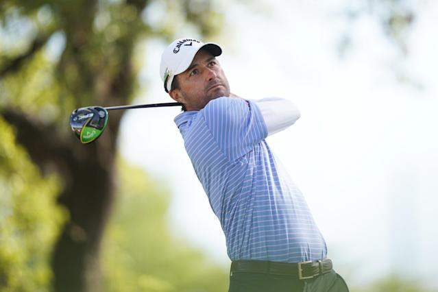 """<h1 class=""""title"""">World Golf Championships-Dell Technologies Match Play - Final Round</h1> <div class=""""caption""""> AUSTIN, TEXAS - MARCH 31: Kevin Kisner of the United States plays his shot from the 12th tee in his match against Matt Kuchar of the United States during the final round of the World Golf Championships-Dell Technologies Match Play at Austin Country Club on March 31, 2019 in Austin, Texas. (Photo by Darren Carroll/Getty Images) </div> <cite class=""""credit"""">Darren Carroll</cite>"""