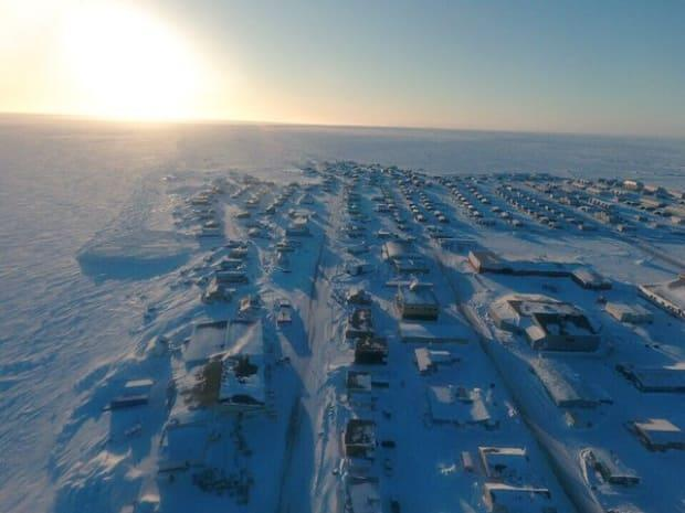 A file photo of Arviat, Nunavut, in 2016. The community is experiencing a resurgence of COVID-19.