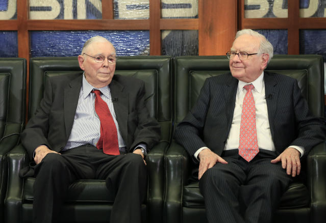 Berkshire Hathaway Chairman and CEO Warren Buffett, right, and Vice Chairman Charlie Munger have been fairly mum on Wells Fargo. (AP Photo/Nati Harnik)