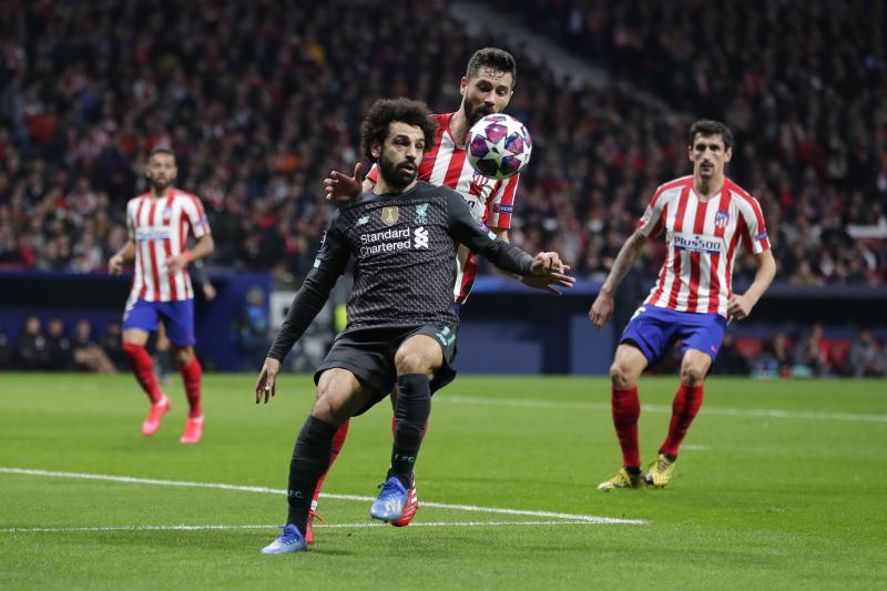 Liverpool's Mohamed Salah, foreground, controls the ball as Atletico Madrid's Felipe defends during a 1st leg, round of 16, of the Champions League soccer match between Atletico Madrid and Liverpool at the Wanda Metropolitano stadium in Madrid, Tuesday, Feb. 18, 2020. (AP Photo/Manu Fernandez)