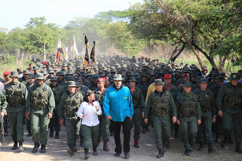Venezuelan President Nicolas Maduro with Defense Minister Vladimir Padrino (C-R) and military commanders at a training center in El Pao, Cojedes state on May 4, 2019 (AFP Photo/HO)