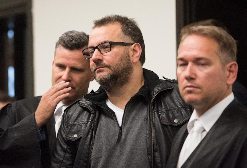 Defendant Wilfried Wagener (C) stands next to his lawyers Detlev Binder (L) and Carsten Ernst (R) in the courtroom of the regional court in Paderborn, northern Germnay, on October 26, 2016 ahead of the trial against him and his ex-wife (AFP Photo/Bernd Thissen)