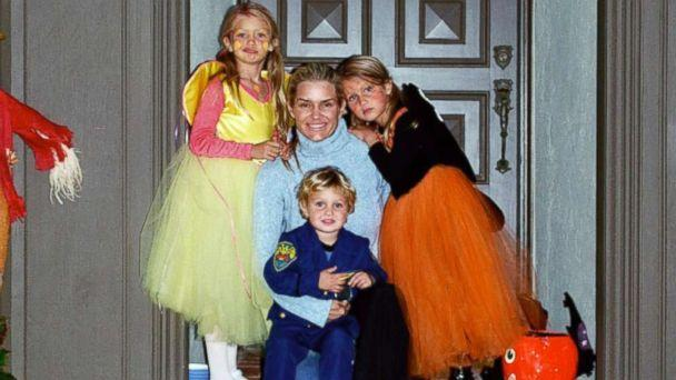 PHOTO: 'Real Housewives of Beverly Hills' star Yolanda Hadid and her children Gigi, Bella and Anwar Hadid pose together in this family photo. (Yolanda Hadid)