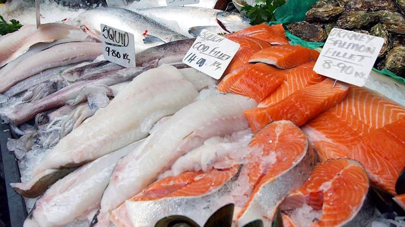 Eating oily fish can help fix damaged blood vessels, a study has discovered.