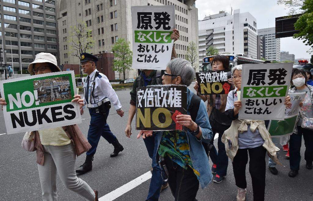 People protest Japan's nuclear energy policy in Tokyo on April 25, 2015 (AFP Photo/Kazuhiro Nogi)