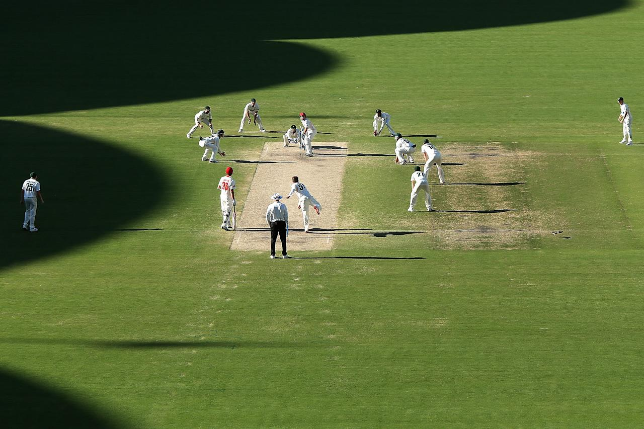 ADELAIDE, AUSTRALIA - NOVEMBER 25:  Tigers players set an attacking field late during day four of the Sheffield Shield match between the South Australia Redbacks and the Tasmania Tigers at Adelaide Oval on November 25, 2013 in Adelaide, Australia.  (Photo by Morne de Klerk/Getty Images)