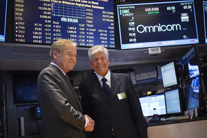 Omnicom Chief Executive John Wren and Publicis Group Chairman and CEO Maurice Levy shake hands after announcing an agreement on their merger on the floor of the New York Stock Exchange
