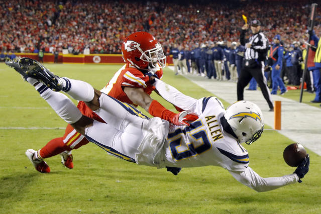 Keenan Allen went all out trying to catch a touchdown pass against the Chiefs. (AP Photo)