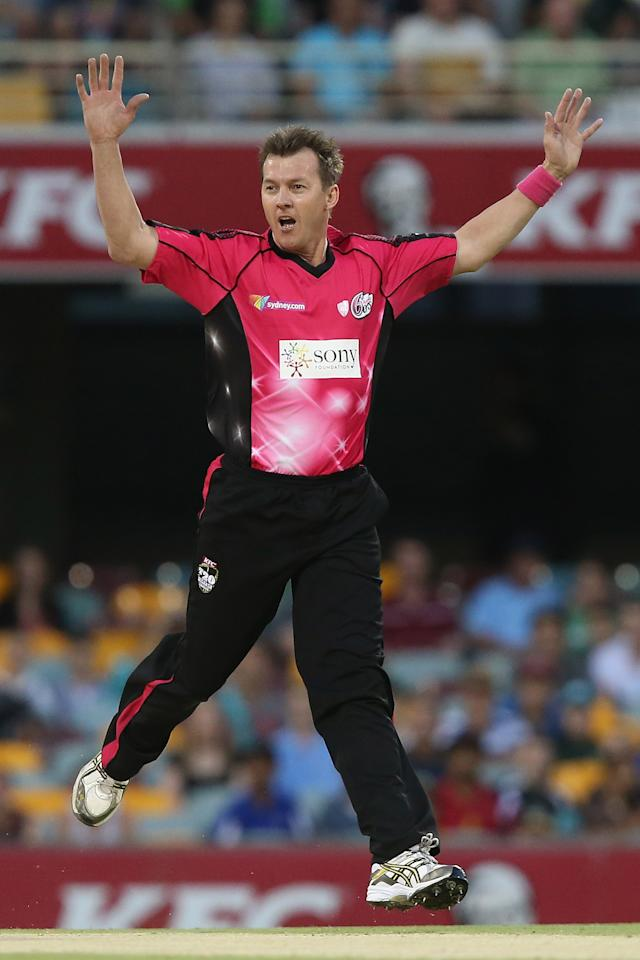 BRISBANE, AUSTRALIA - JANUARY 07:  Brett Lee of the Sixers reacts after a dropped catch during the Big Bash League match between the Brisbane Heat and the Sydney Sixers at The Gabba on January 7, 2013 in Brisbane, Australia.  (Photo by Chris Hyde/Getty Images)
