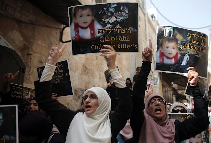 Palestinians take part in a protest against the death of the 18-month-old child killed in an arson attack in the occupied West Bank, on August 2, 2015 (AFP Photo/Ahmad Gharabli)