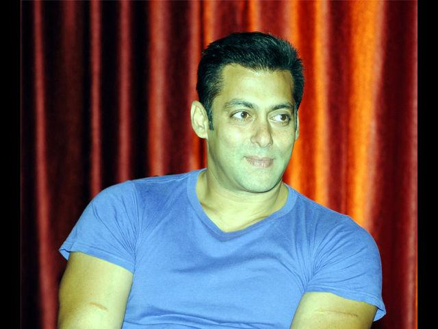 <b>4. Salman Khan</b><br> Salman Khan is loved by one and all and his hunky and modest style can be described in simply one word: Dabangg!