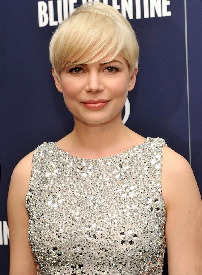 "<a href=""http://movies.yahoo.com/movie/contributor/1800018861"">Michelle Williams</a> attends the New York premiere of <a href=""http://movies.yahoo.com/movie/1809945752/info"">Blue Valentine</a> on December 7, 2010."