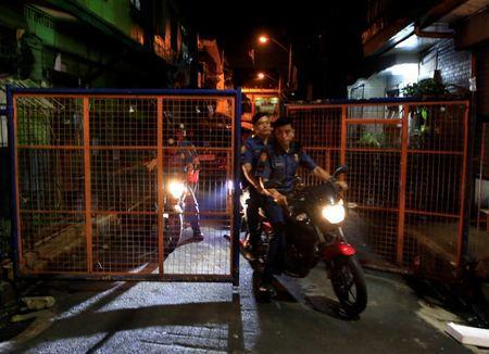 Members of the Philippine National Police (PNP) ride on their motorcycles after an operation on illegal drugs in metro Manila, Philippines, October 13, 2016. REUTERS/Romeo Ranoco