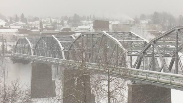 The existing Edmundston Madawaska Bridge linking New Brunswick and Maine will be replaced by a new structure that is expected to begin construction this year.  (Radio-Canada - image credit)