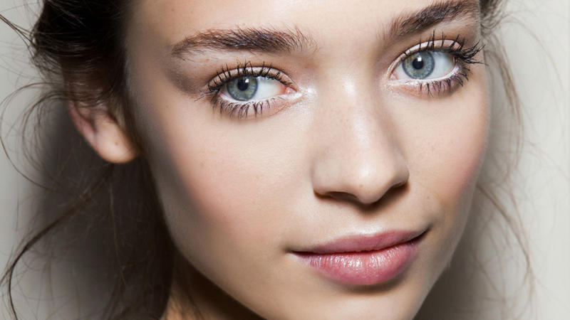 3 Reasons Your Face Oil Isn't Giving You Glowy, Hydrated Skin