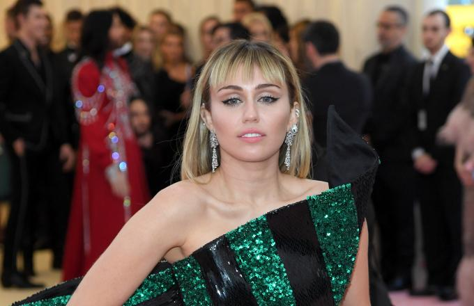 Miley Cyrus Groped by Fan in Barcelona