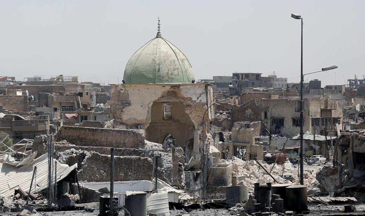 A destroyed mosque is seen among other houses near the Grand Al-Nuri mosque at the frontline in the Old City of West Mosul, Iraq June 27, 2017. REUTERS/Erik De Castro