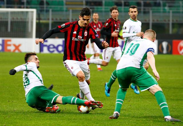 Soccer Football - Europa League Round of 32 Second Leg - AC Milan vs PFC Ludogorets Razgrad - San Siro, Milan, Italy - February 22, 2018 AC Milan's Andre Silva in action with Ludogorets' Gustavo Campanharo (L) and Cosmin Moti (R) REUTERS/Tony Gentile