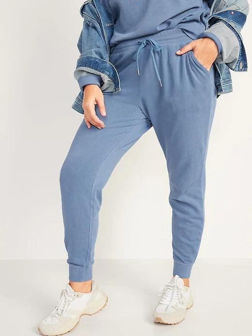 Model wears Mid-Rise Tie-Dyed Logo-Graphic Sweatpants in blue. Image via Old Navy.