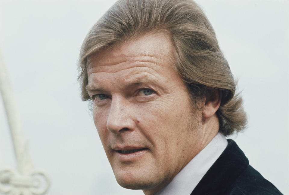 English actor Roger Moore (1927-2017) pictured in character as Lord Brett Sinclair on location during filming of the ITC television series The Persuaders! in England in 1971. (Photo by Larry Ellis Collection/Getty Images)