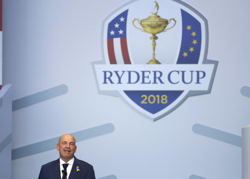 Tiger Woods struggles at Ryder Cup, to sit out afternoon session
