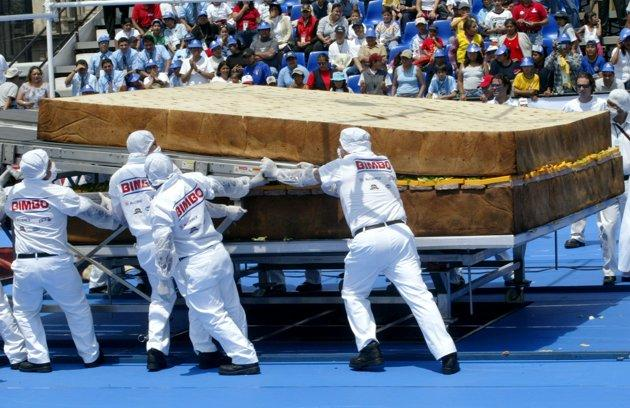 Mexican workers prepare the largest sandwich in the world, in the main Zocalo square in Mexico City, April 24, 2004. The sandwich, weighing 3,178 kg (6,991 pounds), was made by Mexican company Bimbo in conjunction with McCormick, Fud, Chalet and Petalo Jumbo. It was certified by Guinness Book of World Record officials today. REUTERS/Henry Romero