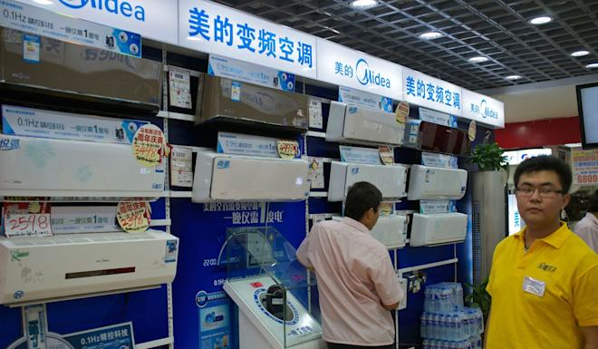 Midea ranks as China's largest maker of home appliances. Midea air conditioners on sale in a Gome electrical appliances store in Beijing. Photo: Alamy Stock Photo