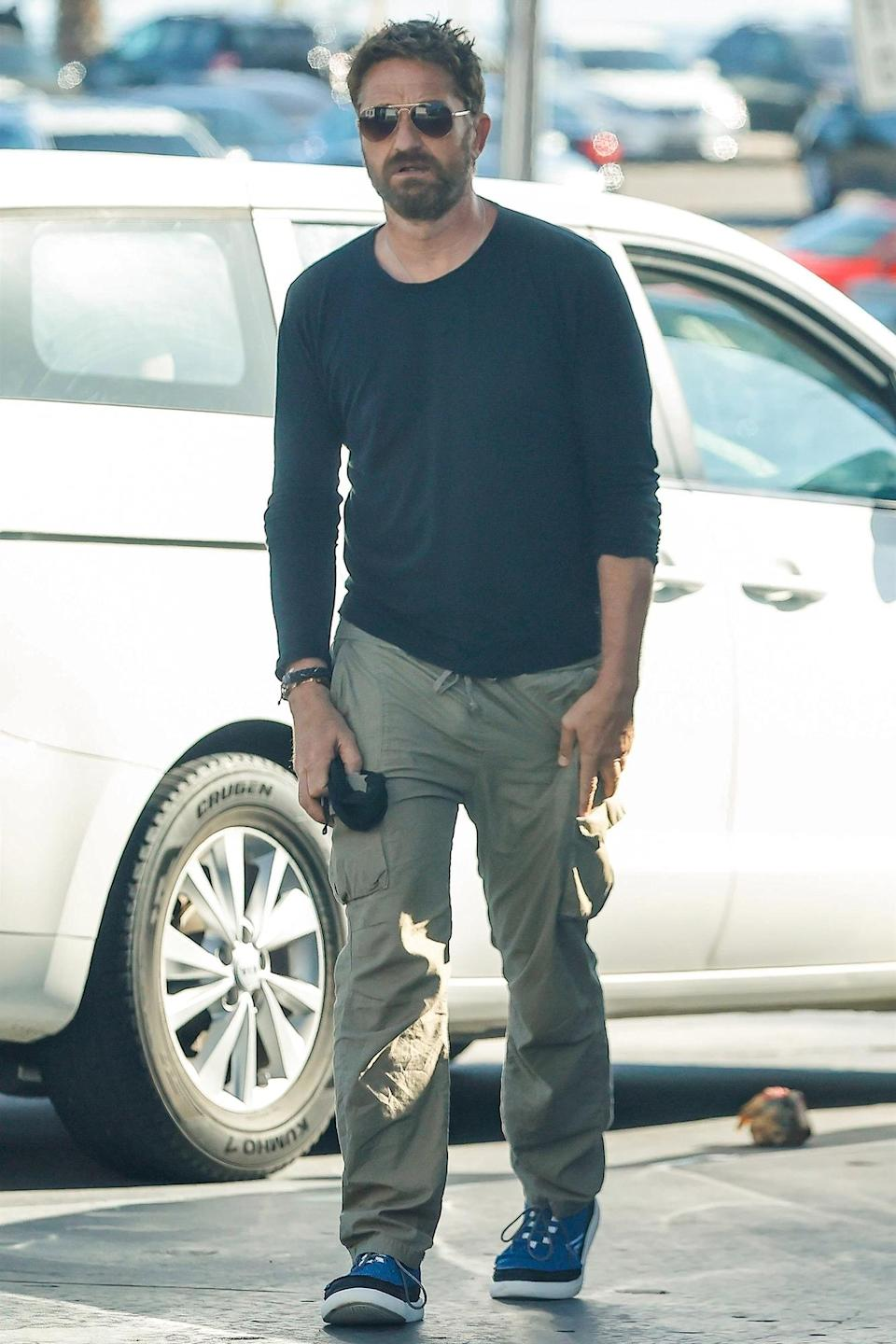 <p>Gerard Butler was spotted stopping at a gas station in Malibu, California.</p>