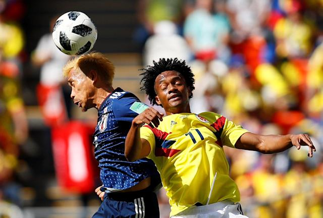 Soccer Football - World Cup - Group H - Colombia vs Japan - Mordovia Arena, Saransk, Russia - June 19, 2018 Colombia's Juan Cuadrado in action with Japan's Yuto Nagatomo REUTERS/Jason Cairnduff