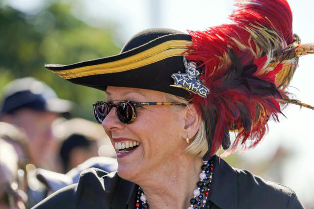 """FILE - In this Jan. 25, 2020, file photo, Tampa Mayor Jane Castor, smiles while greeting people during the Gasparilla Parade of Pirates in Tampa, Fla. Castor is poking fun at last week's attention-grabbing incident involving NFL superstar Tom Brady. Tampa didn't exactly give Brady the best of welcomes when he was ejected from a downtown park while working out last Monday. In a letter posted on social media, the mayor apologized """"for the miscommunication,"""" saying her previous law enforcement background prompted her to """"investigate the sighting of a G.O.A.T running wild in one of our beautiful city parks."""" (Martha Asencio Rhine/Tampa Bay Times via AP, File)"""