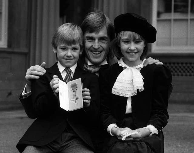 Kenny Dalglish with his children and MBE in 1985