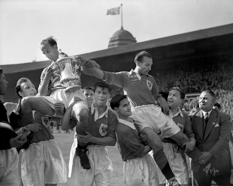 Blackpool players including Stanley Matthews celebrate FA Cup win (Photo by S&G/PA Images via Getty Images)