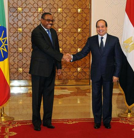 Egyptian President Abdel Fattah al-Sisi (R) and Ethiopian Prime Minister Hailemariam Desalegn shaking hands during their meeting in the Egyptian Presidential Palace in Cairo, Egypt January 18, 2018 in this handout picture courtesy of the Egyptian Presidency. The Egyptian Presidency/Handout via REUTERS