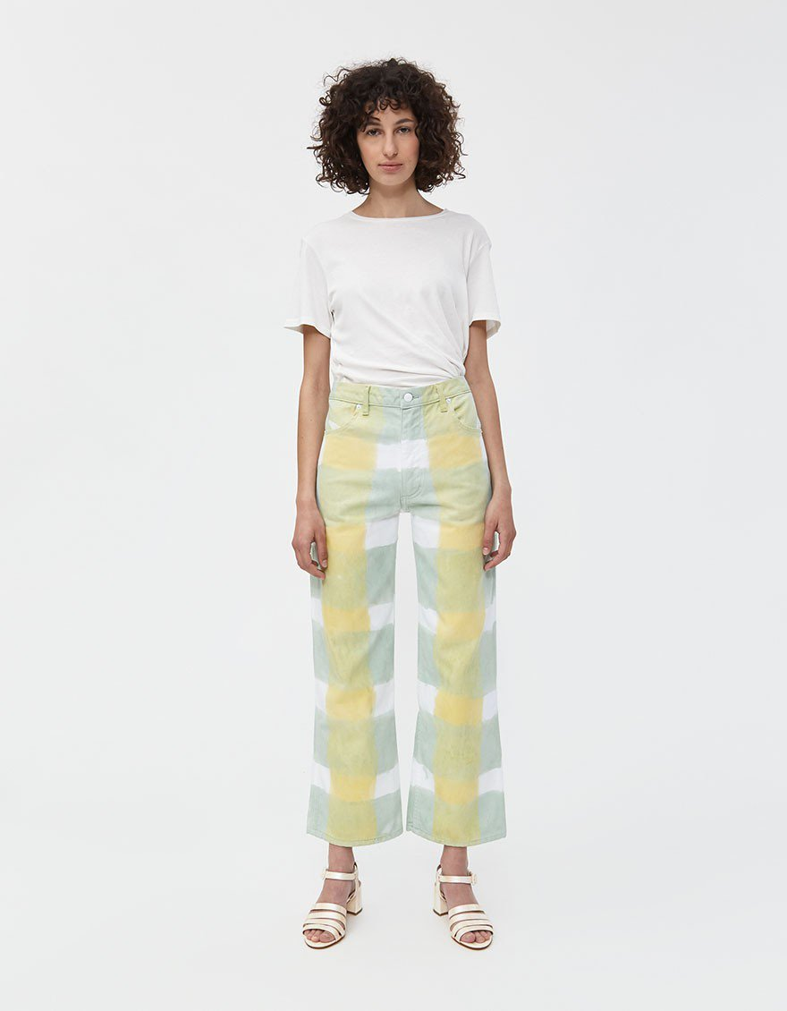 "<strong>Eckhaus Latta</strong> Wide Leg Jean, ca. 290 €, erhältlich bei <a href=""https://needsupply.com/womens/clothing/denim/wide-leg-jean-in-yellow-grid.html"" rel=""nofollow noopener"" target=""_blank"" data-ylk=""slk:Need Supply"" class=""link rapid-noclick-resp"">Need Supply</a><span class=""copyright"">Photo Courtesy of Need Supply.</span>"