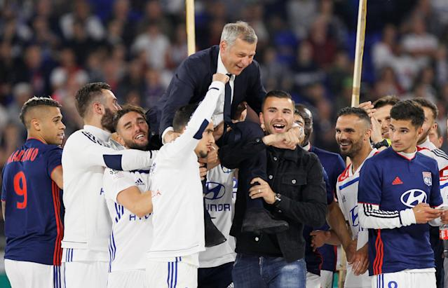 Soccer Football - Ligue 1 - Olympique Lyonnais vs OGC Nice - Groupama Stadium, Lyon, France - May 19, 2018 Lyon coach Bruno Genesio celebrates with their players after the match REUTERS/Emmanuel Foudrot