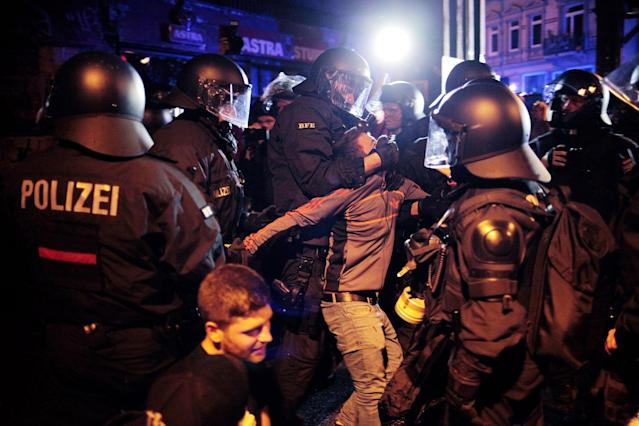 <p>German anti-riot police clash with protesters at Hamburg's Schanzenviertel, night before the beginning of G20, on July 6, 2017 in Hamburg, Germany. (Photo: Simon Becker/Le Pictorium/Barcroft Images/Getty Images) </p>