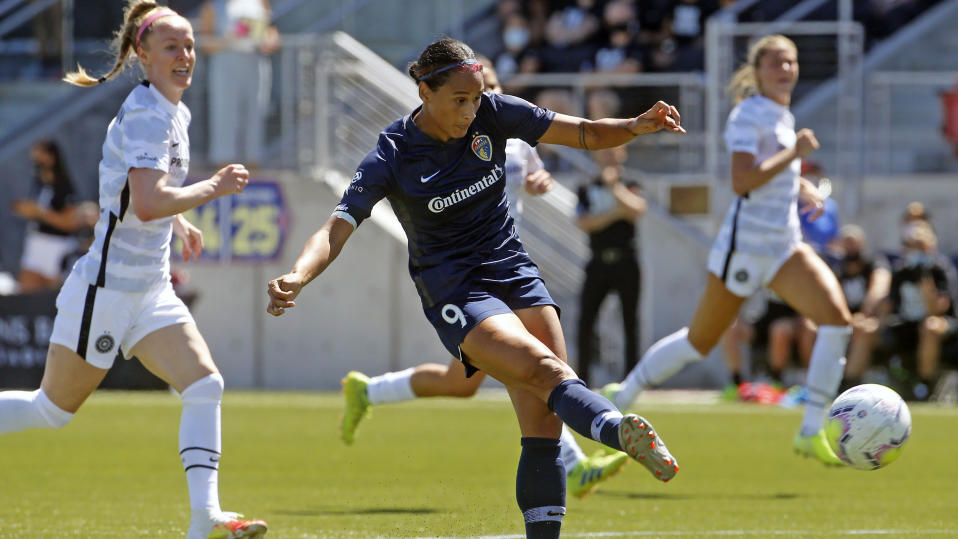 Vlatko Andonovski has gotten a good look at Lynn Williams (center), Becky Sauerbrunn (left) and other USWNT players or prospects this month. (AP Photo/Rick Bowmer)