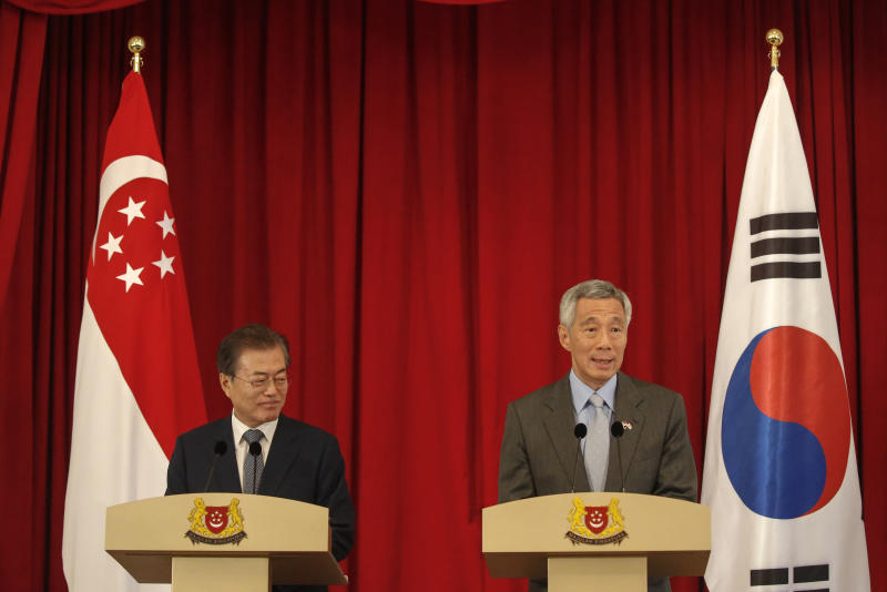 Moon vows to increase trade with Singapore, Southeast Asia