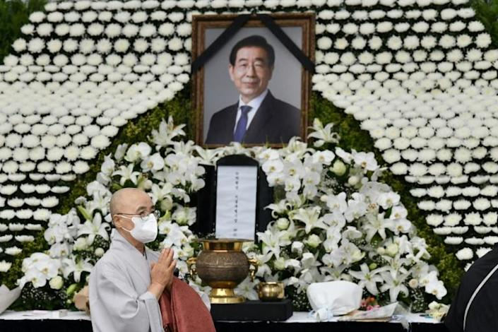 President Moon Jae-in sent flowers to the funeral and his chief of staff attended (AFP Photo/Jung Yeon-je)
