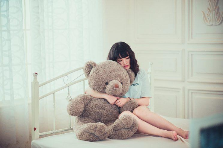 Experts say it is best to be open and honest when helping children through grief [Photo: Pexels]