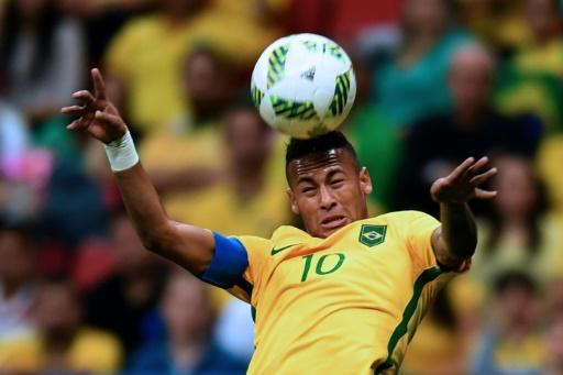 Brazil's Neymar takes centre stage in Rio as Bolt in 200m semis