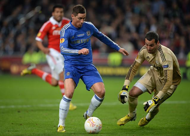 AMSTERDAM, NETHERLANDS - MAY 15: Fernando Torres of Chelsea rounds goalkeeper Artur of Benfica to score the opening goal during the UEFA Europa League Final between SL Benfica and Chelsea FC at Amsterdam Arena on May 15, 2013 in Amsterdam, Netherlands. (Photo by Michael Regan/Getty Images)