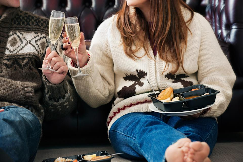 """<h1 class=""""title"""">Couple toasting each other</h1><cite class=""""credit"""">Colin Hawkins</cite>"""