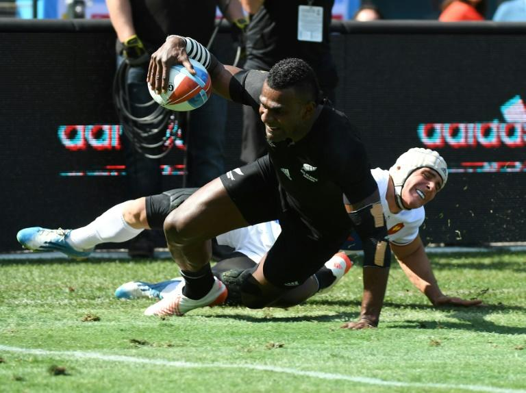 Manoel Dall Igna of France fails to stop Joe Ravouvou of New Zealand scoring a try during their Championships quarter finals game at the Rugby Sevens World Cup in San Francisco