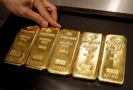 Gold rises on lingering growth risks as spotlight turns to ECB