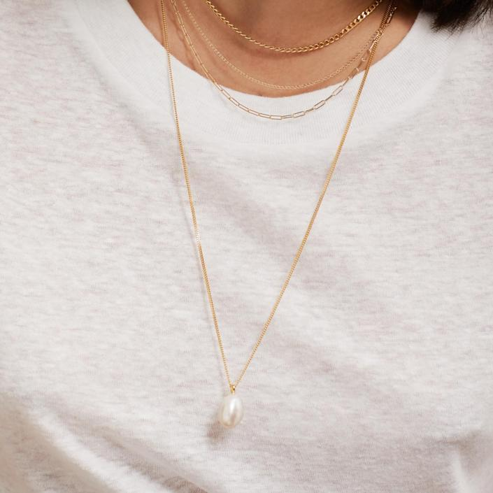 mejuri pearl pendant necklace, gifts for her