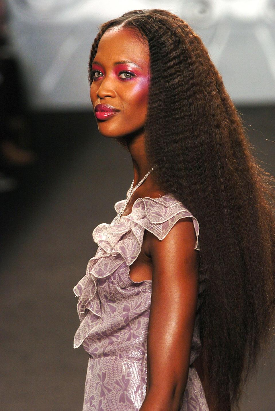"""<h1 class=""""title"""">NYC: Anna Sui - Fall 2004 - Runway</h1> <cite class=""""credit"""">Getty Images</cite>"""
