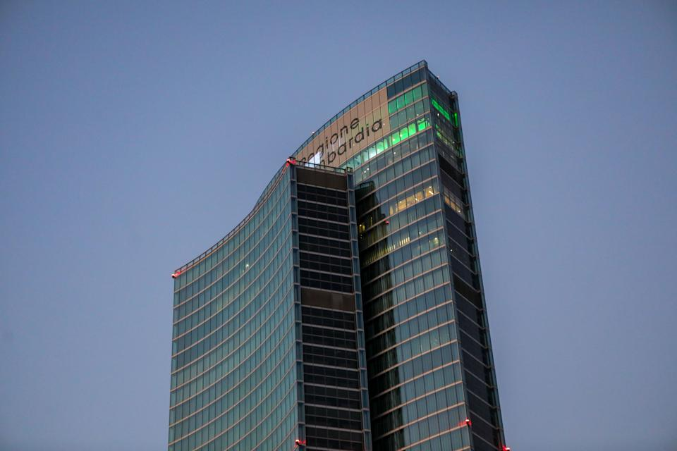 General view of Palazzo della Regione Lombardia with the roof illuminated with the colors of the Italian flag, Milan, Italy, April 09 2020.  (Photo by Mairo Cinquetti/NurPhoto via Getty Images) (Photo: NurPhoto via Getty Images)