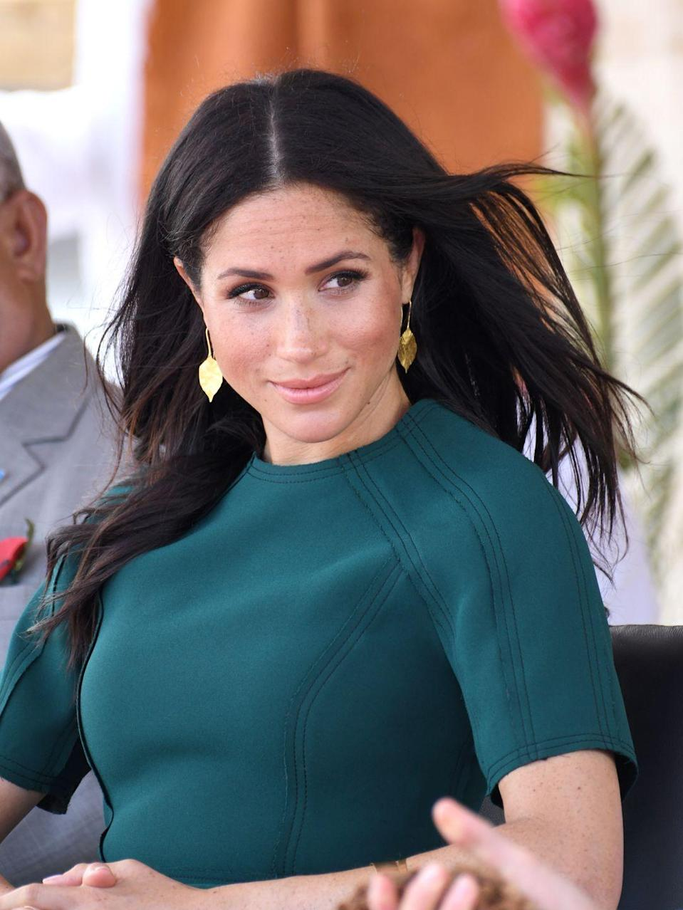 <p>During the 2018 royal tour of Fiji, Meghan chose a pair of gold leaf earrings. <br></p>