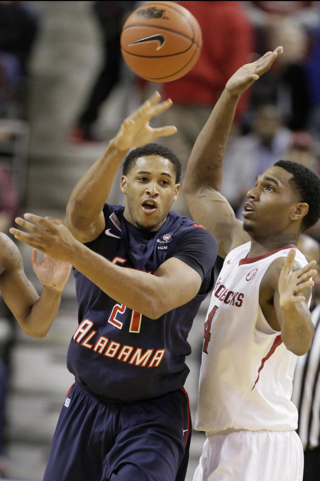 South Alabama's Augustine Rubit (21) passes in front of Arkansas' Coty Clarke (4) in the first half of an NCAA college basketball game in North Little Rock, Ark., Saturday, Dec. 21, 2013. (AP Photo/Danny Johnston)